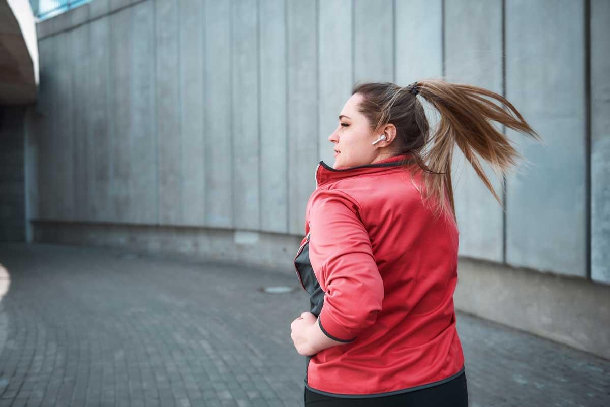 Ennyit kell sétálnod, hogy beinduljon a fogyás | Marie Claire